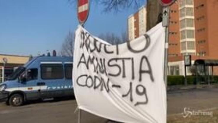 Coronavirus, proteste anche nel carcere Le Vallette a Torino