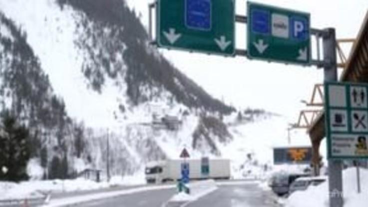 Coronavirus, al tunnel del Monte Bianco pochi controlli ma anche poco traffico