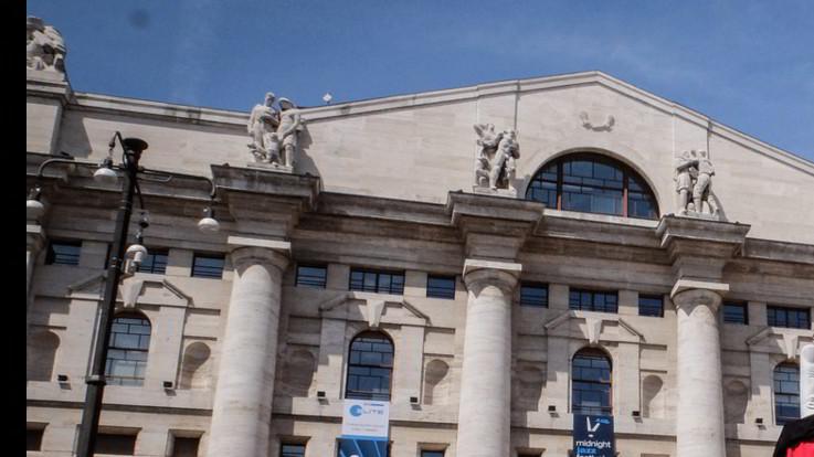 Borse tentano reazione dopo il crollo, Piazza Affari vola quasi al + 7%. Spread in calo