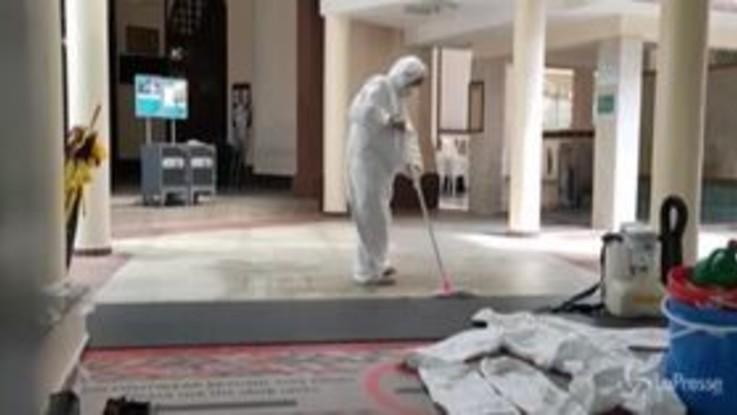 Coronavirus, disinfettate le moschee a Singapore