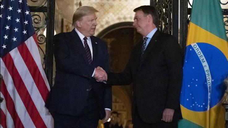 Bolsonaro positivo al Coronavirus. Il presidente brasiliano ha incontrato di recente Trump