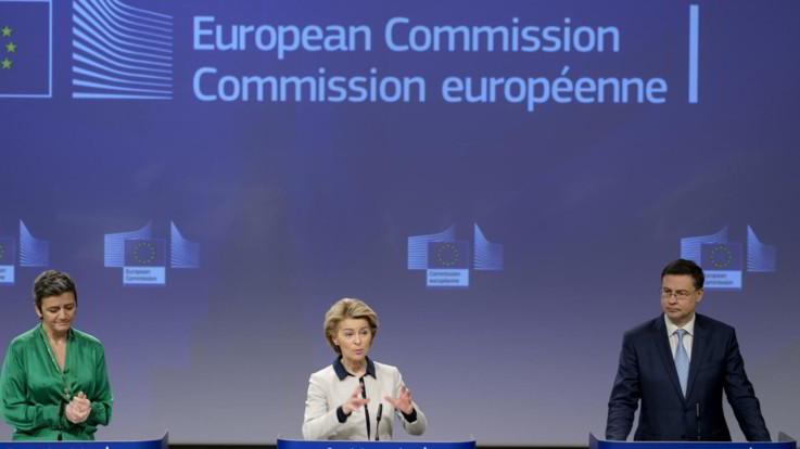 La Commissione Ue tende la mano all'Italia: Ogni mezzo per aiutarvi, spese fuori deficit