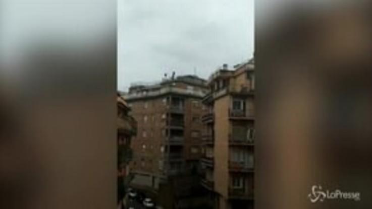Coronavirus, dj set sui tetti di Roma: l'inno nazionale è virale