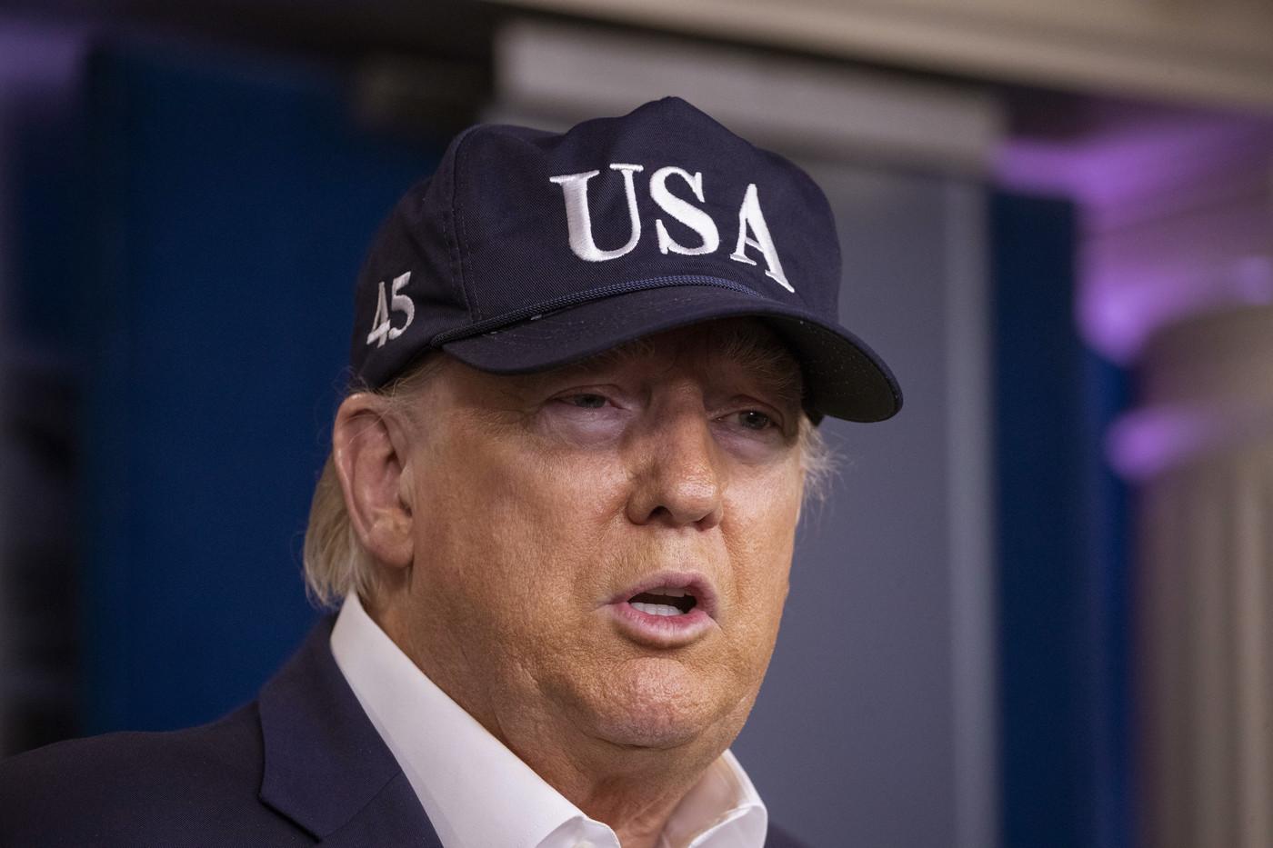 Coronavirus, Trump si sottopone al test ed estende divieto di viaggi a Gran Bretagna e Irlanda