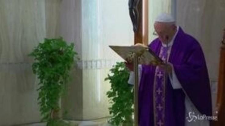 """Coronavirus, Papa: """"Preghiamo per anziani soli e impauriti"""""""