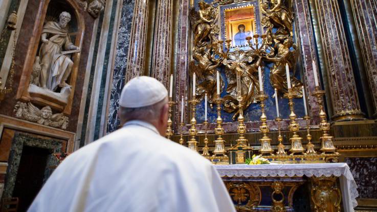 """Il Papa: """"Ho chiesto al Signore di fermare l'epidemia"""""""