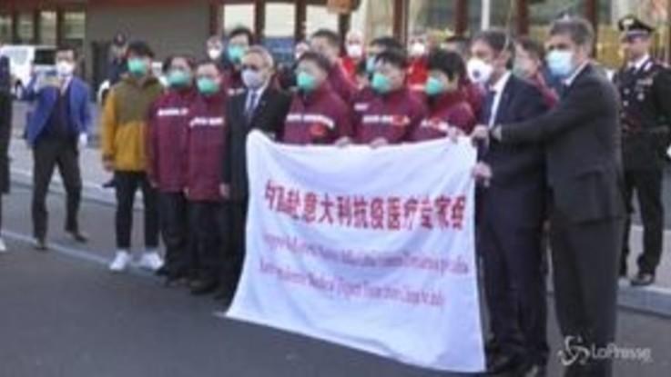 """Arrivata a Malpensa la delegazione di medici cinesi: """"L'Italia ci ha aiutato, ora tocca a noi"""""""