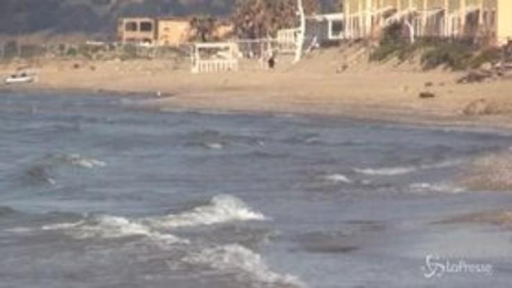 Coronavirus, deserte le spiagge del Napoletano