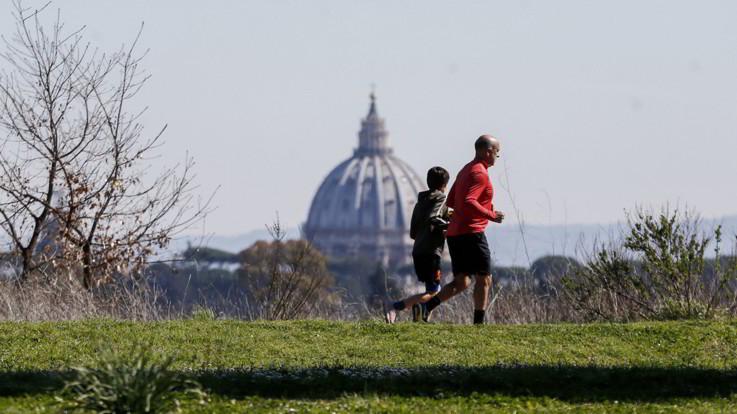 Coronavirus, il governo vara nuove restrizioni: limiti allo sport all'aperto e parchi chiusi