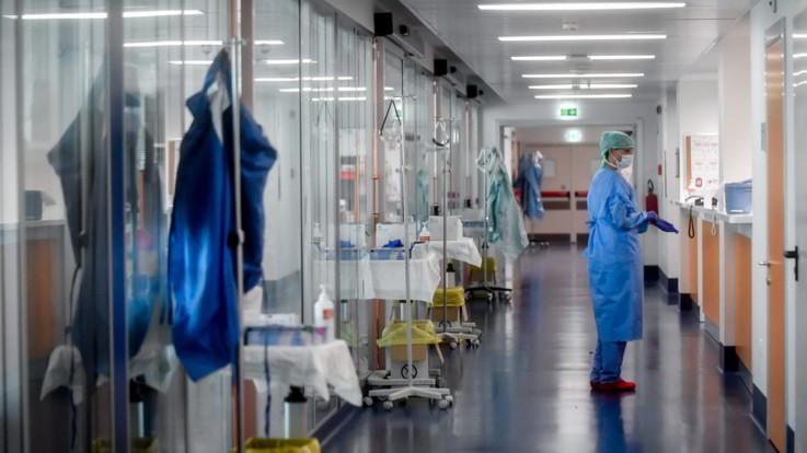 """Coronavirus, cresce il numero dei morti in Italia, è record: """"627 decessi nelle ultime 24 ore"""""""