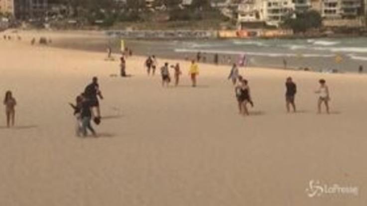 Coronavirus, Australia: la polizia caccia i bagnanti da Bondi Beach