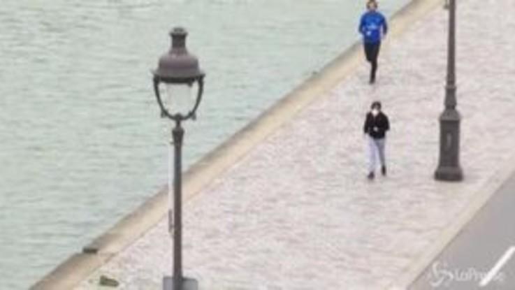 Coronavirus: Parigi vuota come non mai, solo i runner in strada