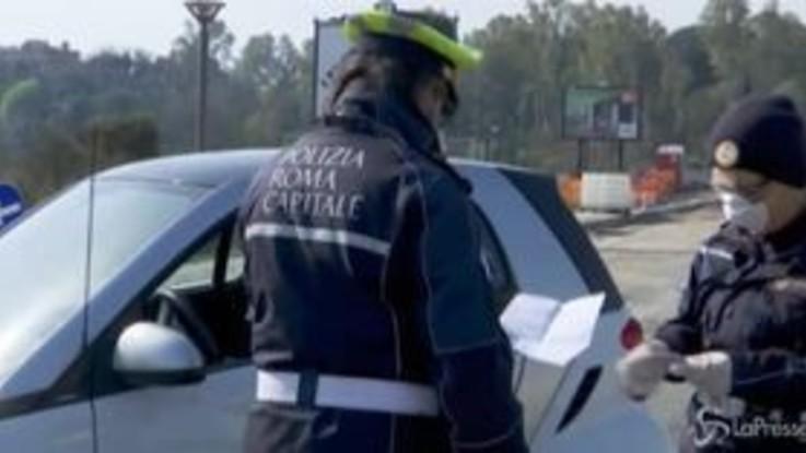 Coronavirus, Roma: massicci controlli della polizia per le strade