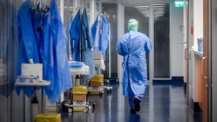 Coronavirus, nuovo record di decessi in Italia: 793 in un giorno