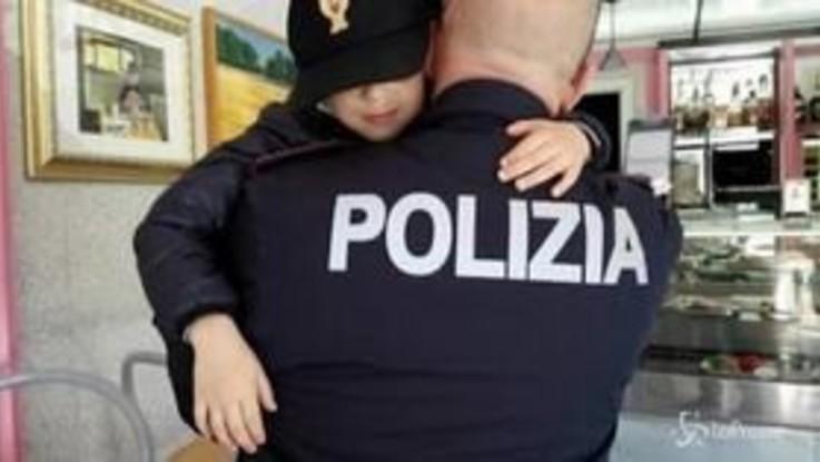 """Coronavirus, l'emozionante telefonata della piccola Noemi: """"Cari poliziotti grazie, vi voglio bene"""""""