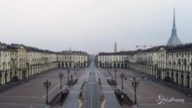 Coronavirus: Torino è deserta, il drone vola sopra una città irreale