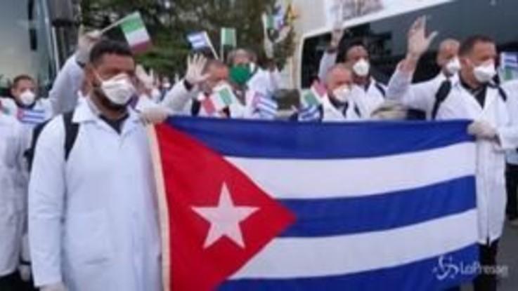 """Coronavirus, i medici cubani: """"Qui per aiutare l'Italia, la nostra patria è il mondo"""""""