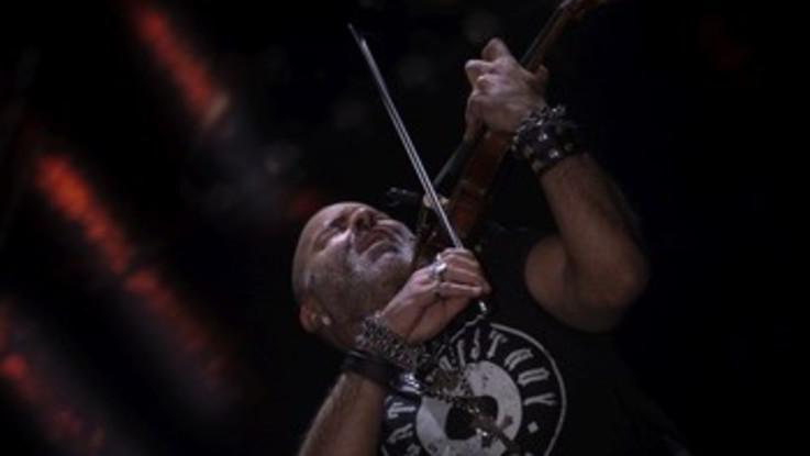 Il violinista Quarta con gli amici sui social per #iorestoacasacon
