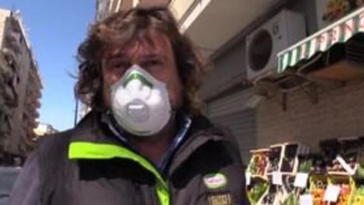 """Napoli, la disperazione di un papà: """"Il coronavirus ci fa un baffo, respiriamo diossina da 40 anni e mia figlia muore di carcinoma"""""""