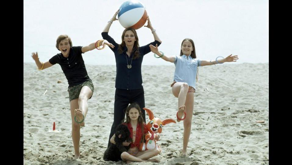 Lucia Bosé copn i figli Miguel, Lucia e Paola ©