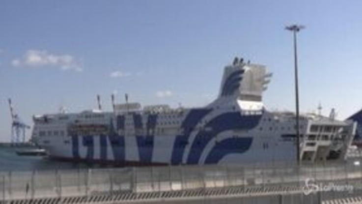 Coronavirus, nave ospedale a Genova accoglie primi pazienti