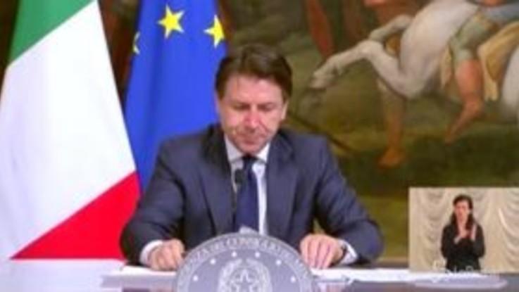 """Coronavirus, Conte: """"Multe fino a 3 mila euro per chi viola le norme"""""""