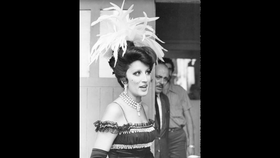 Anno 1968 - Mina col costume di scena del telefilm