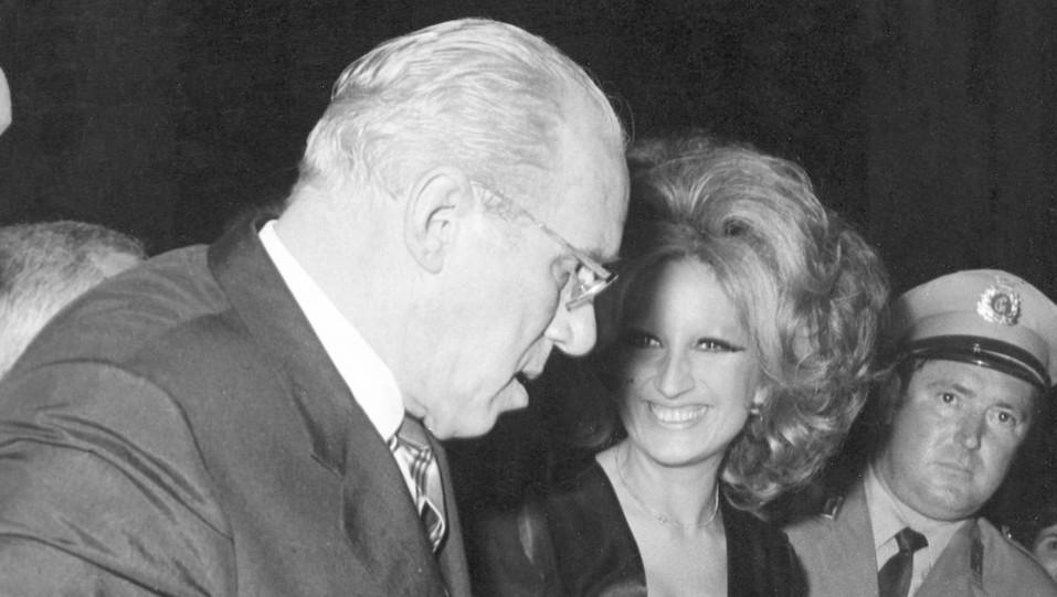 Anni '60 - Mina con il suo impresario Gigante ©