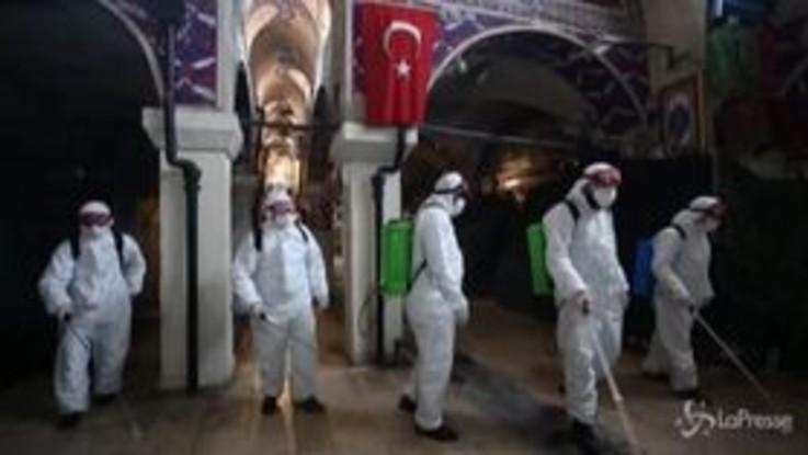 Coronavirus, Istanbul: igienizzato il Grande Bazar