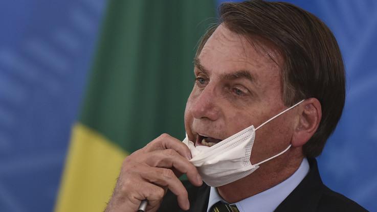 Coronavirus, Bolsonaro: poco più di un raffreddore