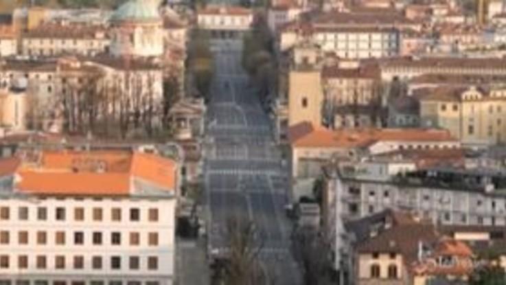 """Coronavirus: Bergamo deserta, in giro solo i volontari: """"Molte persone sono in difficoltà"""""""