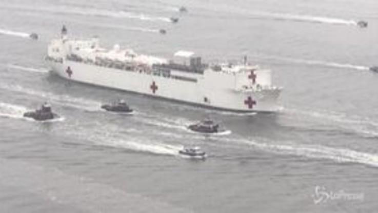 Coronavirus, nave ospedale USNS Comfort arriva a New York
