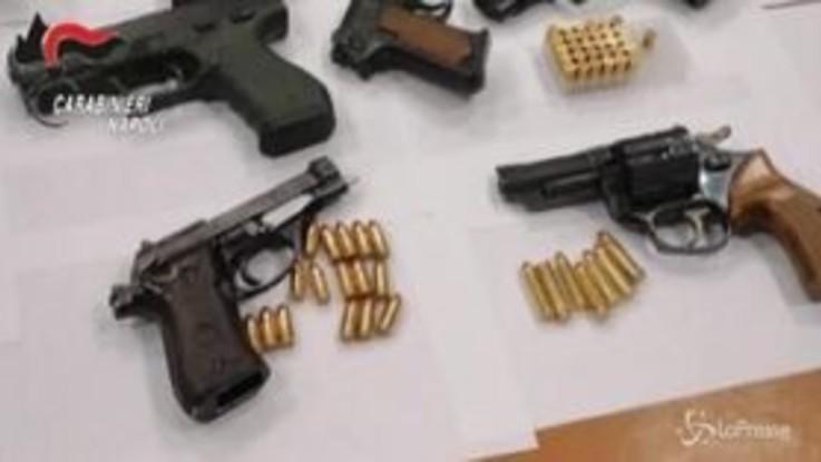 Napoli, armi e droga nascoste in uno scantinato: arrestato 36enne