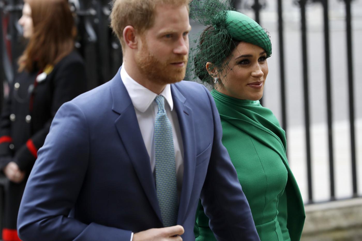 Harry e Meghan da oggi non sono più Altezze Reali, inizia una vita da comuni mortali. A cominciare dai debiti