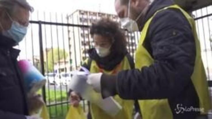 Coronavirus, una giornata a Milano con le Brigate volontarie per l'emergenza: Siamo la Resistenza al virus
