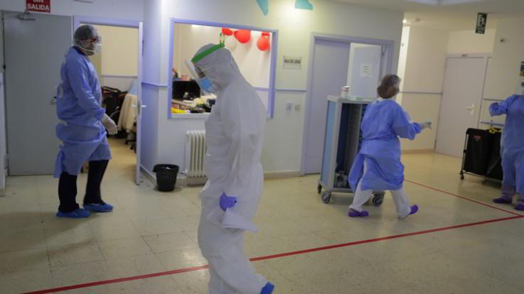 Coronavirus, il contagio avanza: gli ospedali sono pieni in Spagna e Francia