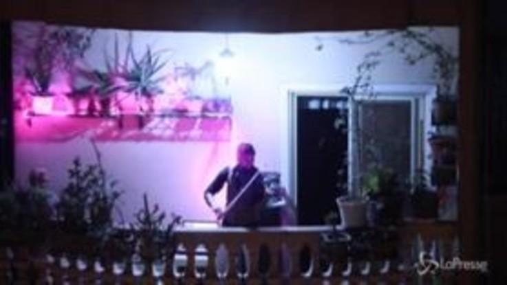 Coronavirus, Egitto: il suono di un violino durante il lockdown notturno