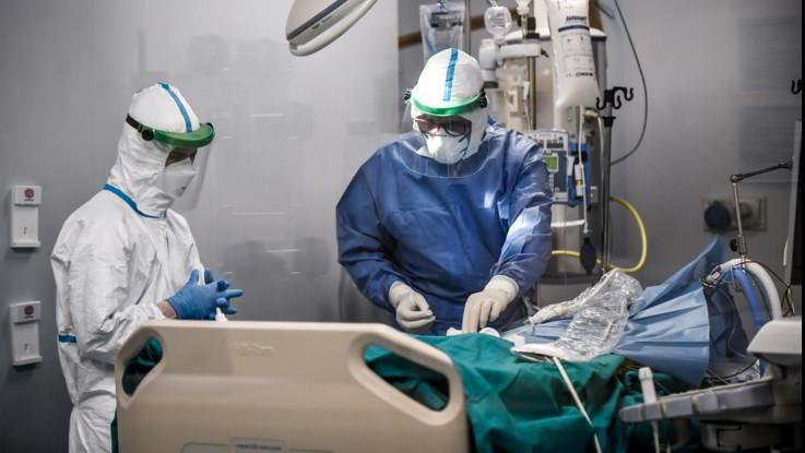 Coronavirus, morti altri due medici in Italia: il totale arriva a 69