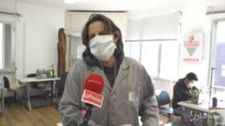 Alla RiMaflow di Trezzano, dove una cooperativa di operai e ex disoccupati produce mascherine per il territorio