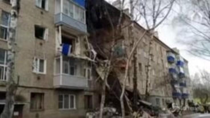 Russia: esplosione sventra palazzo, un morto e sei feriti