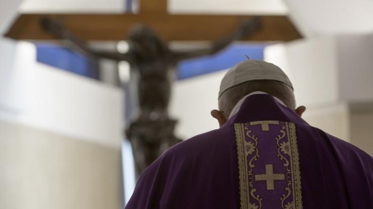 """Coronavirus, Papa celebra Domenica delle Palme in una San Pietro deserta: """"Giovani guardate i veri eroi"""""""