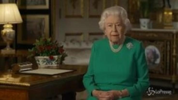 """Coronavirus, Elisabetta II: """"Momento impegnativo, tutti siano all'altezza"""""""