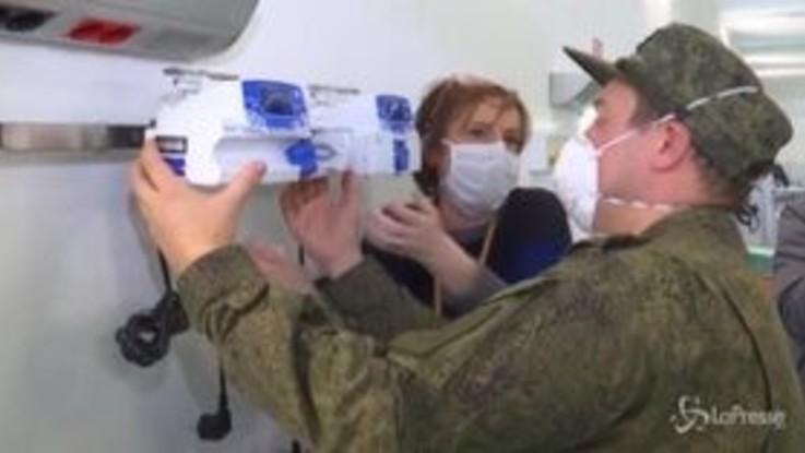 Coronavirus, militari russi installano ventilatori all'ospedale da campo a Bergamo