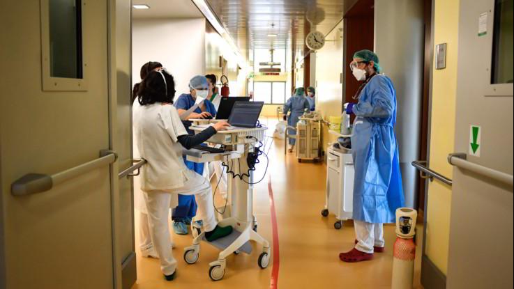 Coronavirus, Galli: Ripresa graduale dopo metà maggio