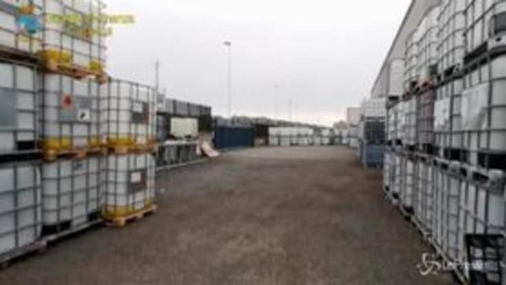 Catania, Finanza sequestra a Bronte 7115 litri di prodotto igienizzante non conforme