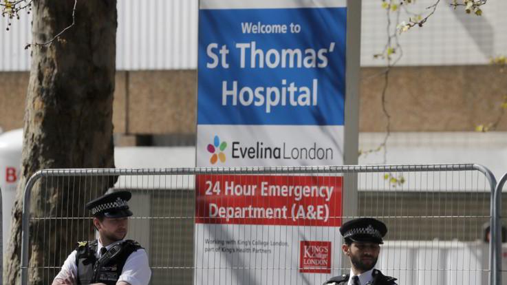 Gran Bretagna, Johnson stabile: In terapia intensiva ma senza respiratore