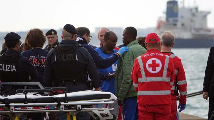 Migranti, decreto del governo chiude i porti italiani per soccorsi