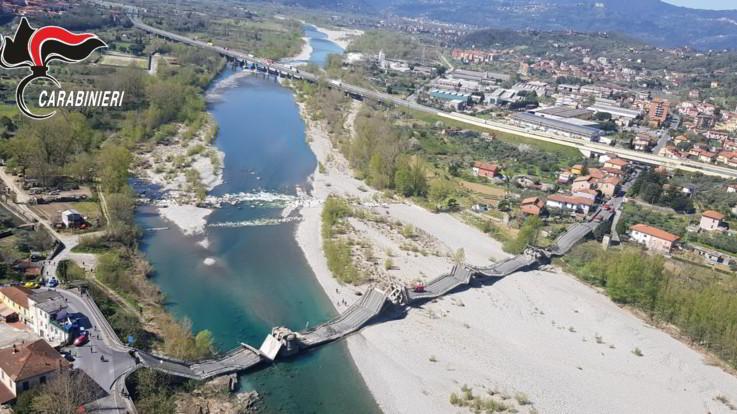 Massa Carrara, crolla un ponte sul Magra. La Procura apre un'indagine, l'Anas avvia una commissione
