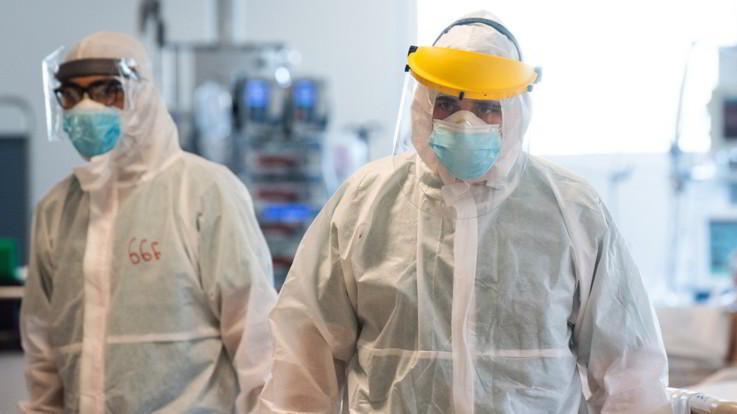 Coronavirus, altri due medici morti in Italia: bilancio sale a cento
