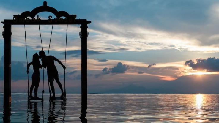 L'oroscopo di venerdì 10 aprile, Acquario: un amore misterioso e intrigante